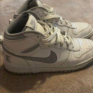 Men's Nike sneakers size 9 1/2, white